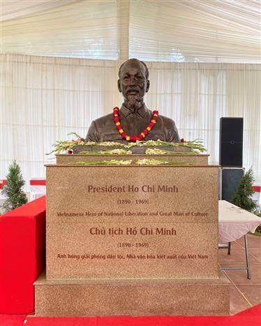 越南国庆76周年:胡志明主席塑像安放仪式在新德里举行 hinh anh 2