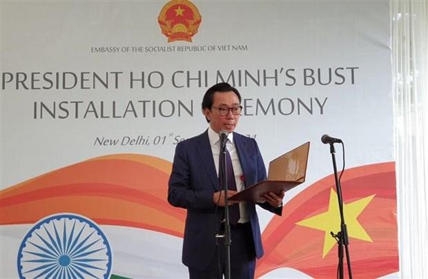 越南国庆76周年:胡志明主席塑像安放仪式在新德里举行 hinh anh 1