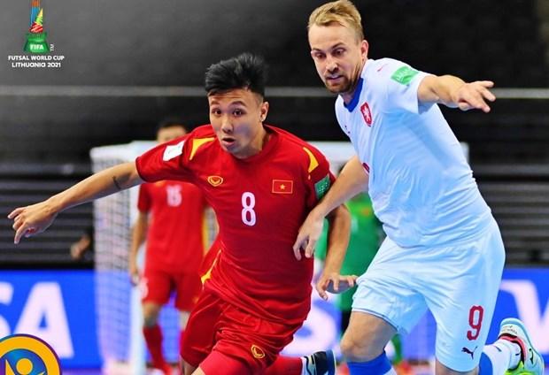 立陶宛2021国际足联室内五人制足球世界杯:越南队1-1战平捷克队晋级淘汰赛 hinh anh 1