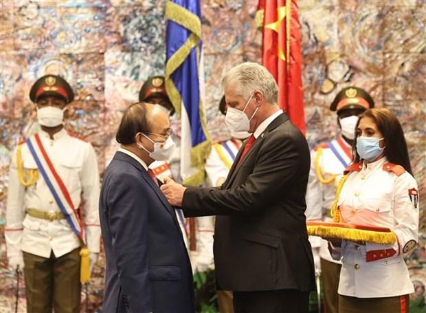 越南国家主席阮春福与古巴国家主席迪亚斯·卡内尔举行会谈 hinh anh 2
