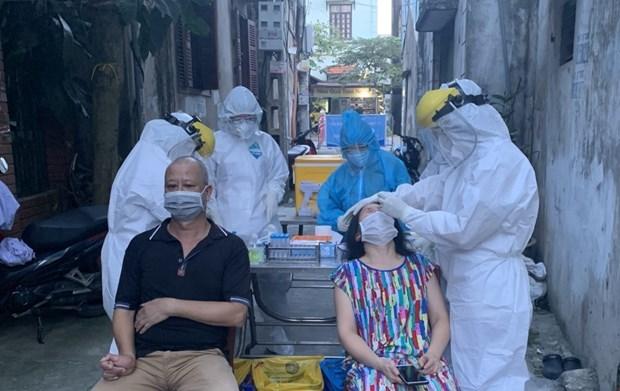 """河内市全力缩小""""红区"""" 对疫情高风险区进行采样检测 hinh anh 1"""
