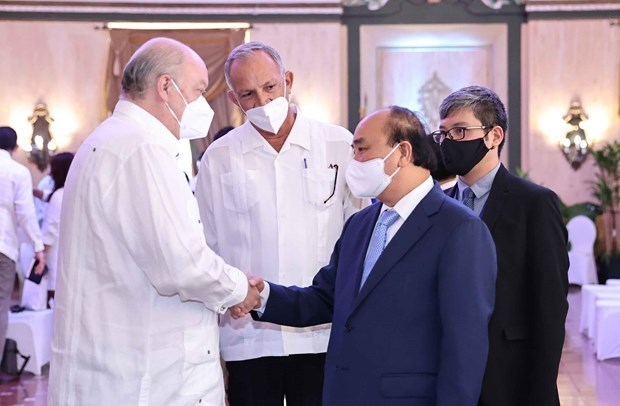 阮春福访古:会见古巴外贸外资部部长马尔米耶卡 造访基因工程和生物技术中心 hinh anh 1