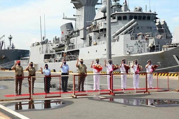 澳大利亚皇家海军军舰编队抵达金兰国际港口 hinh anh 1