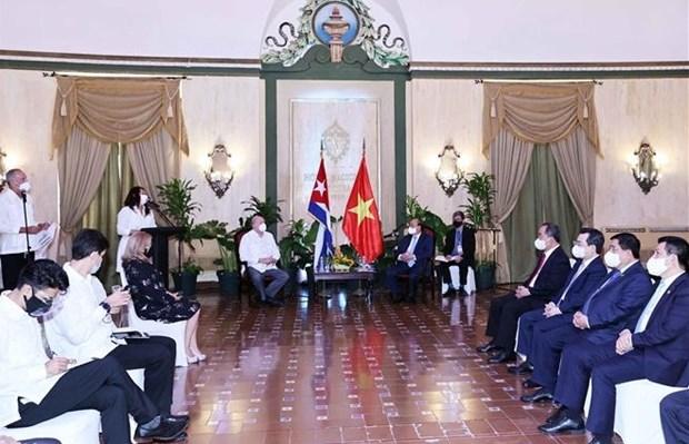 阮春福访古:会见古巴外贸外资部部长马尔米耶卡 造访基因工程和生物技术中心 hinh anh 2