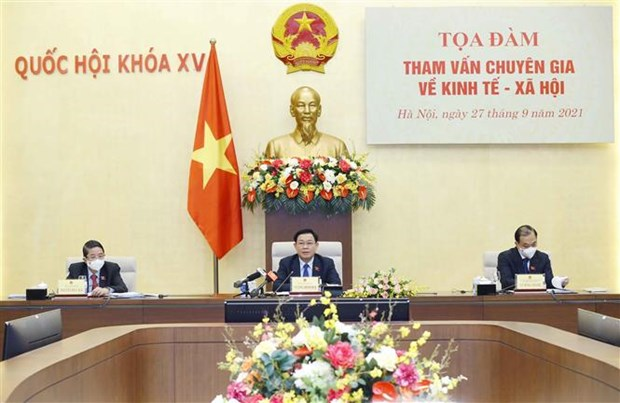 越南国会主席王廷惠主持召开经济社会领域专家座谈会 hinh anh 1