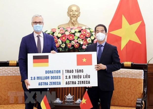 越南接受由德国政府捐助的260万剂阿斯利康疫苗 hinh anh 1