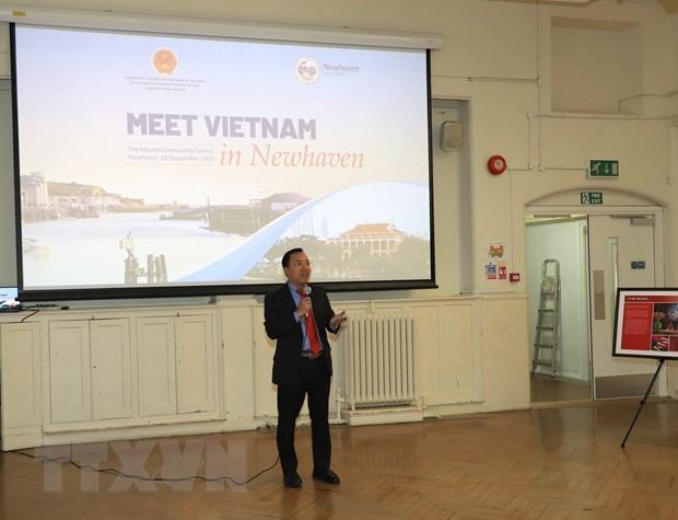 越南与英国加强文化交流 hinh anh 2
