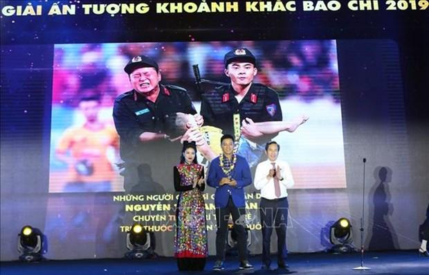 Nhan 95 nam Ngay Bao chi Cach mang Viet Nam: Ton vinh nhung khoanh khac anh bao chi an tuong hinh anh 4