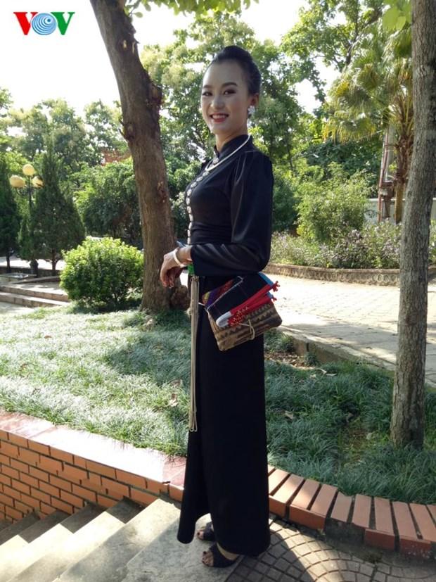 Trang phuc nen na cua co gai Thai den mien ban trang hinh anh 1