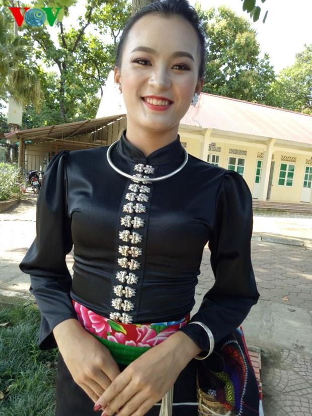 Trang phuc nen na cua co gai Thai den mien ban trang hinh anh 2