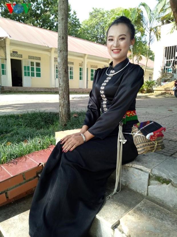 Trang phuc nen na cua co gai Thai den mien ban trang hinh anh 3