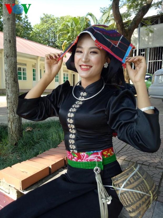Trang phuc nen na cua co gai Thai den mien ban trang hinh anh 4