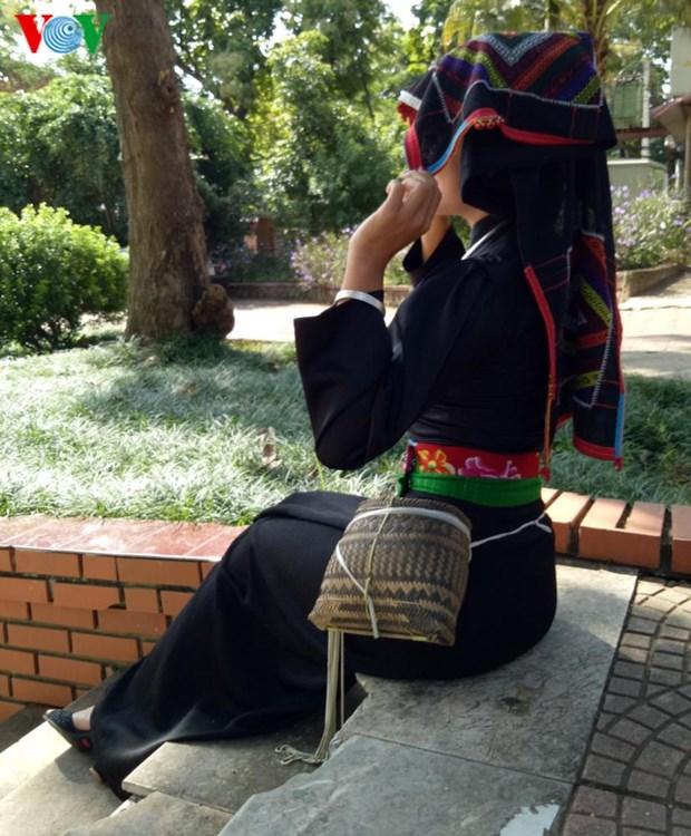 Trang phuc nen na cua co gai Thai den mien ban trang hinh anh 7