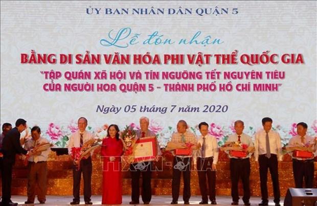 """Cong nhan """"Tap quan xa hoi va tin nguong Tet Nguyen tieu cua nguoi Hoa"""" la Di san van hoa phi vat the quoc gia hinh anh 1"""