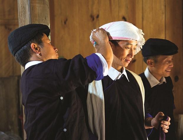 Phong tuc cuoi hoi cua Nguoi Mong hinh anh 2