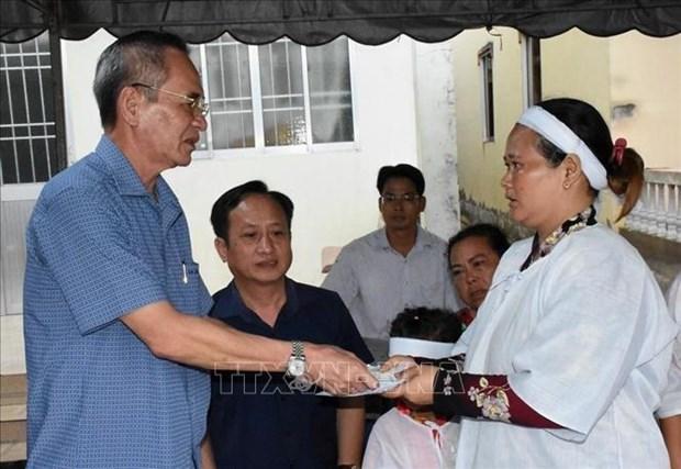 Bac Lieu: Truy tang bang khen cho nguoi dan tu vong vi cuu nguoi duoi ho gas hinh anh 1