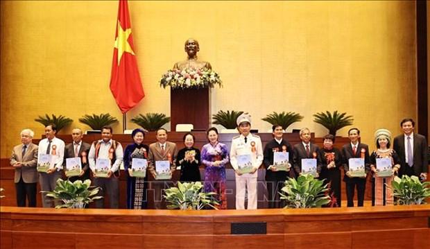 Chu tich Quoc hoi Nguyen Thi Kim Ngan gap mat Doan dai bieu du Dai hoi Bieu duong cac mo hinh hoc tap toan quoc hinh anh 3