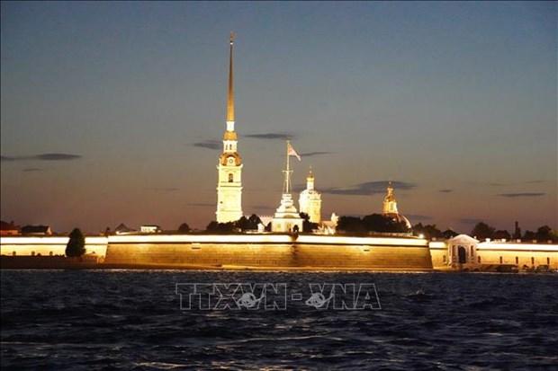 Xem cau mo ve dem o St. Petersburg hinh anh 7