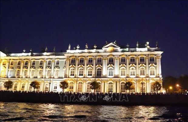Xem cau mo ve dem o St. Petersburg hinh anh 3