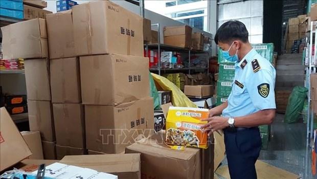 Gia Lai: Phat hien kho chua 6.000 chiec banh Trung thu cung hang hoa khong ro nguon goc xuat xu hinh anh 1