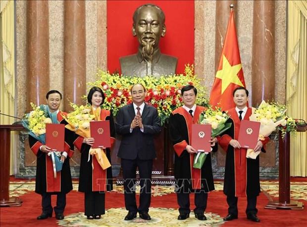 Chu tich nuoc Nguyen Xuan Phuc trao Quyet dinh bo nhiem Tham phan Toa an nhan dan toi cao hinh anh 1