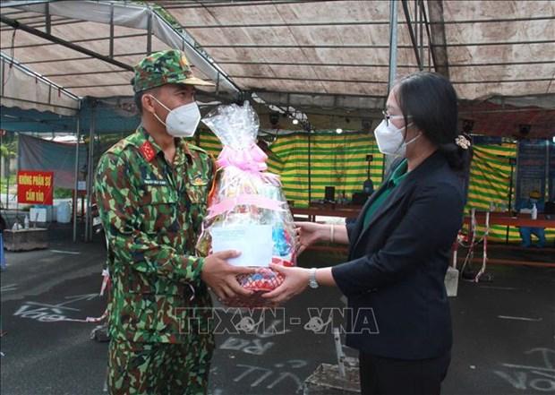 Dong bao Khmer tai Vinh Long vui don le Sene Dolta, chung tay phong, chong dich COVID-19 hinh anh 3