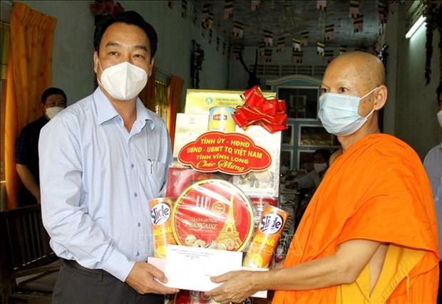 Dong bao Khmer tai Vinh Long vui don le Sene Dolta, chung tay phong, chong dich COVID-19 hinh anh 1