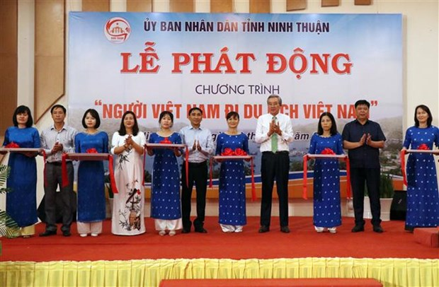 Ninh Thuan kich cau du lich, thu hut nguoi Viet Nam di du lich Viet Nam hinh anh 2
