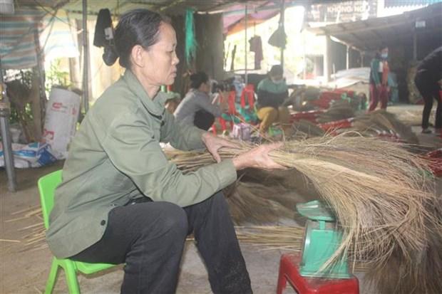 Chi Hoang Thi Hung lam giau tu san xuat choi dot hinh anh 4