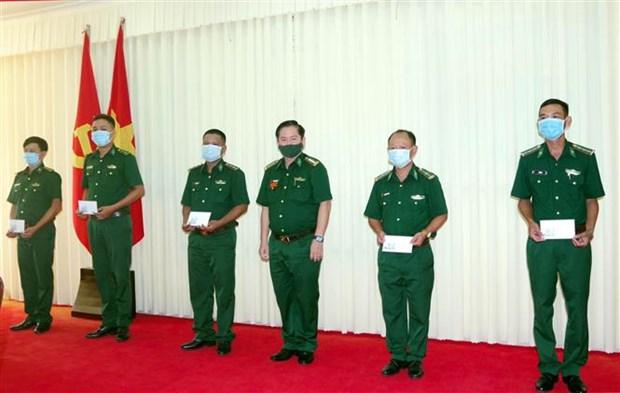 Tang cuong bo doi bien phong len bien gioi chong dich COVID-19 hinh anh 1