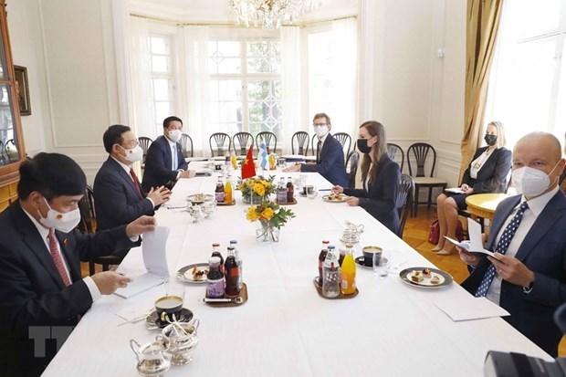 越南国会主席王廷惠会见芬兰总理桑娜·马琳 hinh anh 2