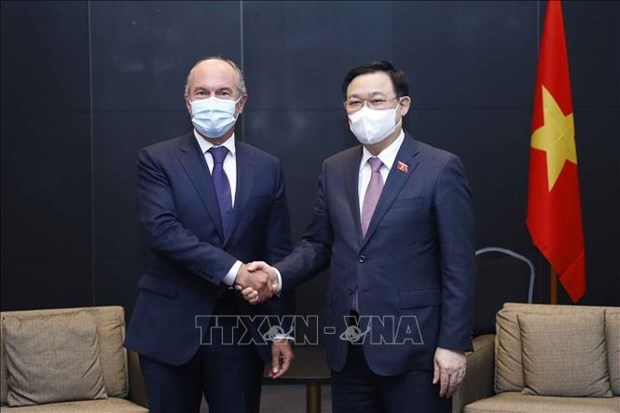 越南国会主席王廷惠会见芬兰萨洛市市长和部分跨国企业领导 hinh anh 2