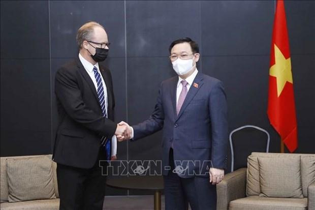 越南国会主席王廷惠会见芬兰萨洛市市长和部分跨国企业领导 hinh anh 1
