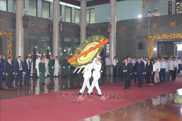 Cu hanh trong the Le truy dieu va an tang dong chi Tran Quoc Huong hinh anh 8