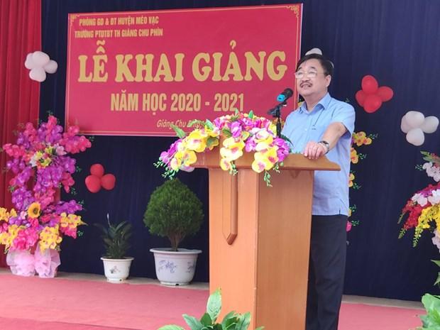 Nha xuat ban Giao duc Viet Nam tang SGK cho tre em co hoan canh kho khan tai tinh Ha Giang hinh anh 3