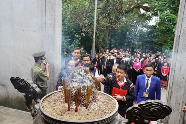 Doan dai bieu du Dai hoi dai bieu toan quoc cac dan toc thieu so Viet Nam lan thu II dang huong tuong niem cac Vua Hung hinh anh 5