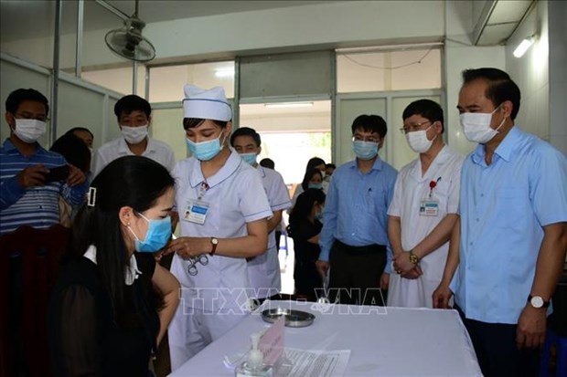 Viet Nam da co 106.929 nguoi duoc tiem vaccine COVID-19 hinh anh 1