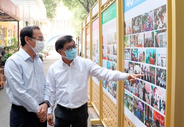 Bi thu Thanh uy Nguyen Van Nen tham Duong sach thanh pho Ho Chi Minh hinh anh 1