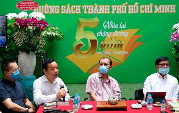 Bi thu Thanh uy Nguyen Van Nen tham Duong sach thanh pho Ho Chi Minh hinh anh 5