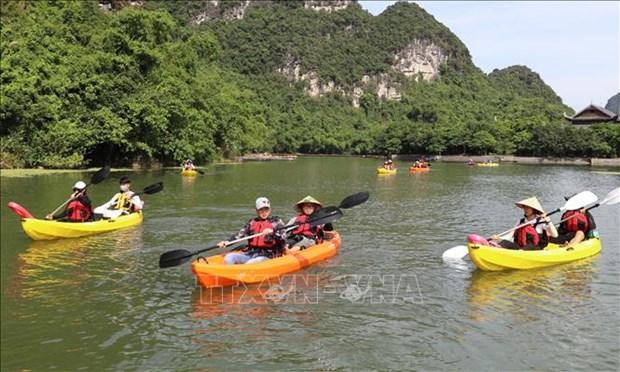 Ve Trang An trai nghiem cheo thuyen kayak hinh anh 1