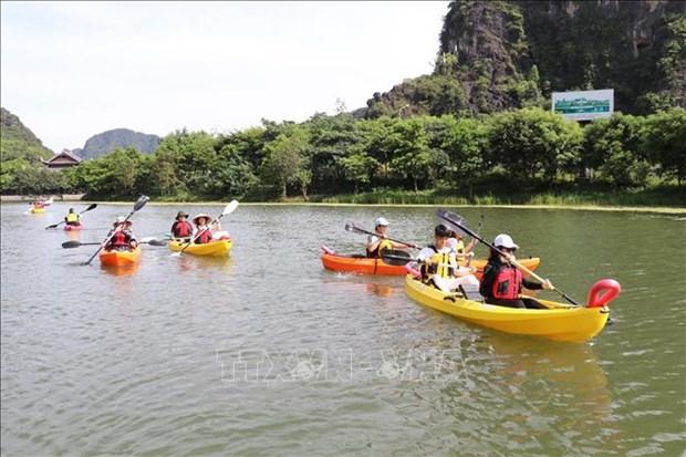 Ve Trang An trai nghiem cheo thuyen kayak hinh anh 2