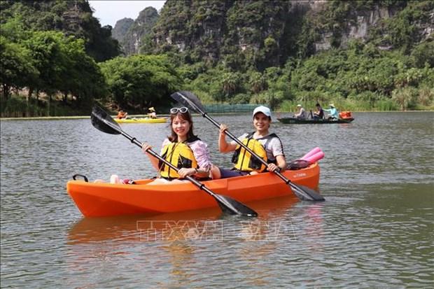 Ve Trang An trai nghiem cheo thuyen kayak hinh anh 3