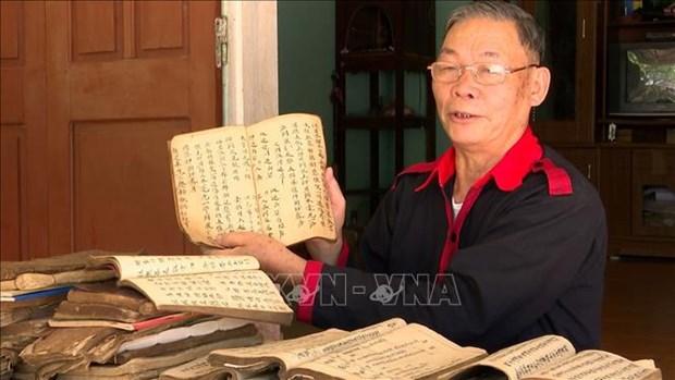 Ong Phung Quang Du tam huyet voi viec giu gin va truyen day chu nom Dao hinh anh 3
