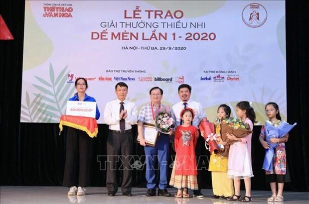 """Giai thuong thieu nhi De Men mua dau tien: Nha van Nguyen Nhat Anh duoc vinh danh la """"Hiep si De Men"""" hinh anh 1"""