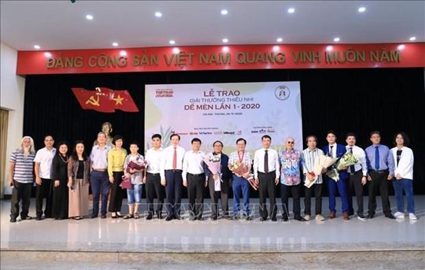 """Giai thuong thieu nhi De Men mua dau tien: Nha van Nguyen Nhat Anh duoc vinh danh la """"Hiep si De Men"""" hinh anh 4"""