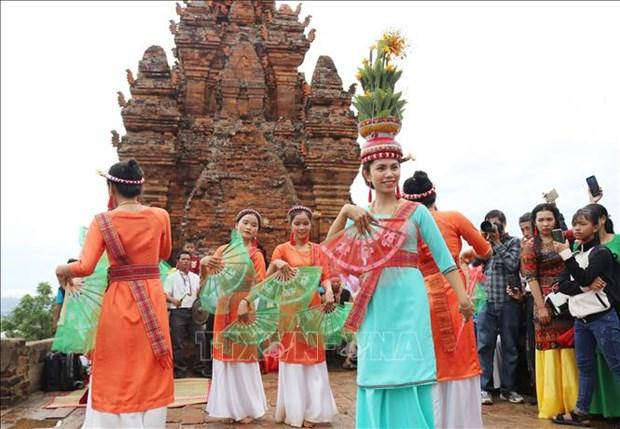 Dong bao Cham Ninh Thuan ron rang don le hoi Kate 2020 hinh anh 2