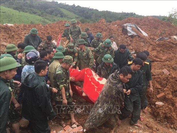 Sat lo dat o Huong Hoa - Quang Tri: Khan truong tim kiem cac nan nhan con mat tich trong thoi gian som nhat hinh anh 1