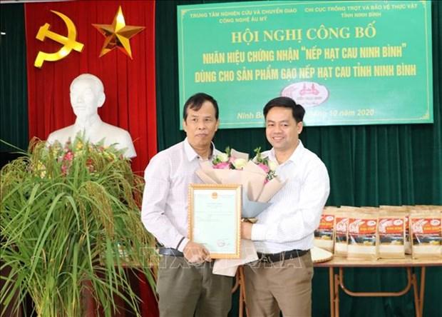 "Cong bo nhan hieu chung nhan ""Nep hat cau Ninh Binh"" hinh anh 1"
