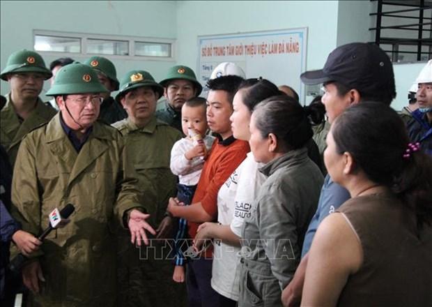 Bao so 9: Pho Thu tuong Chinh phu Trinh Dinh Dung yeu cau di chuyen cac tau dang o vung nguy hiem vao noi an toan hinh anh 1