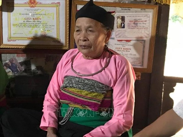 "Nghe nhan Pham Thi Tang - Nguoi luu giu va trao truyen ""hon cot"" xu Muong hinh anh 2"
